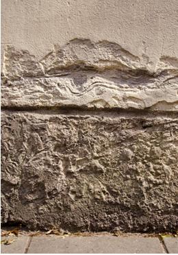 Concreto armado que sofreu corrosão química de agentes poluentes