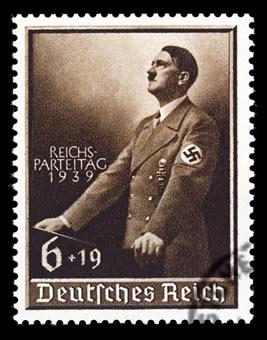 Hitler utilizou da crise econômica e social alemã nas décadas de 1920 e 1930 para ascender ao poder.*