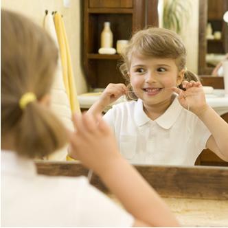 Passar o fio dental é parte importante da higienização bucal