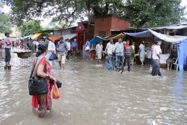 Durante a monção de verão, as chuvas são extremamente intensas. Fotografia tirada em  Varanasi, Índia