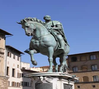 Estátua de Cosme de Médici, um dos grandes mecenas do Renascimento