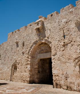 Portão de Zion, em Jerusalém, cravejado de balas usadas durante a Guerra dos Seis Dias