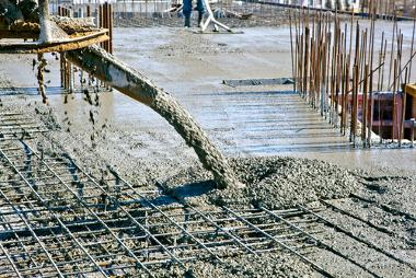Estrutura de concreto armado feito com aço para edifício