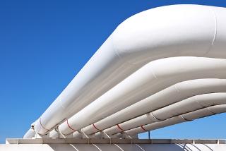 Tubulação com gás natural (metano), petróleo e água