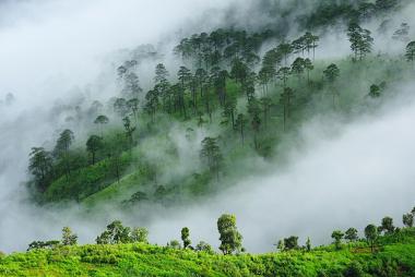 Exemplo de neblina na área de uma serra