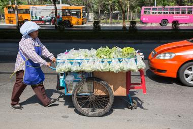 O trabalho informal vem crescendo no setor do comércio