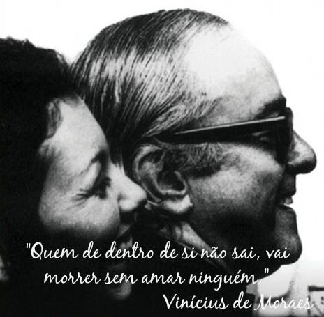 """""""Quem de dentro de si não sai, vai morrer sem amar ninguém"""". Trecho da canção """"Berimbau"""" *"""