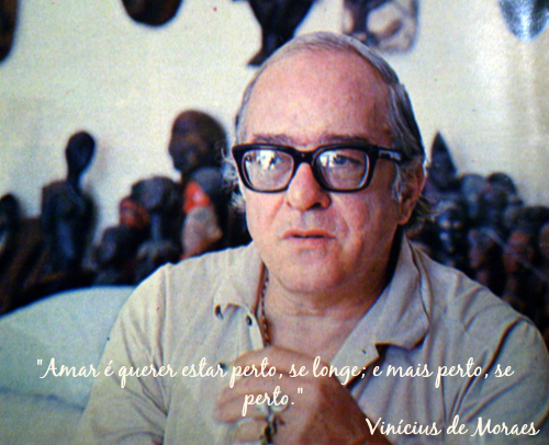 """""""Amar é querer estar perto, se longe; e mais perto, se perto."""" O amor sempre foi tema recorrente na obra de Vinícius de Moraes"""