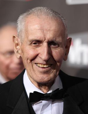 Um dos maiores defensores da eutanásia, o médico Jack Kevorkian, assistiu a mais de 130 doentes terminais em suas mortes *