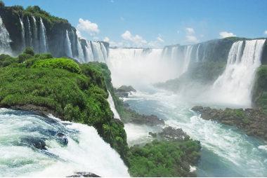 As cataratas do Iguaçu, vista pelo lado brasieliro, uma das mais lindas paisagens do naturais do Brasil