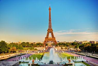 Torre Eiffel, um dos cartões postais da cidade Paris