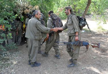 Registro fotográfico do PKK, Partido dos Trabalhadores Curdos, no Iraque, em 2013 *