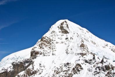 Exemplo de formação montanhosa nos Alpes Suíços
