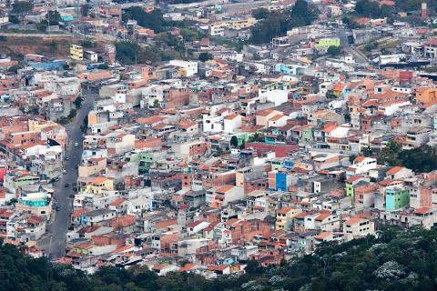 Ao contrário do que muitos imaginam, a maior parte da população das favelas está situada em locais planos, e não apenas em encostas e morros