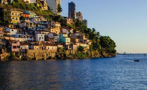 A favela é um aglomerado urbano cheio de contrastes. Violência e pobreza não devem representar a totalidade do conceito de favela