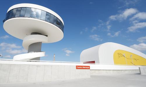 O Centro Niemeyer, na Espanha, foi um dos últimos projetos concluídos de Oscar Niemeyer***