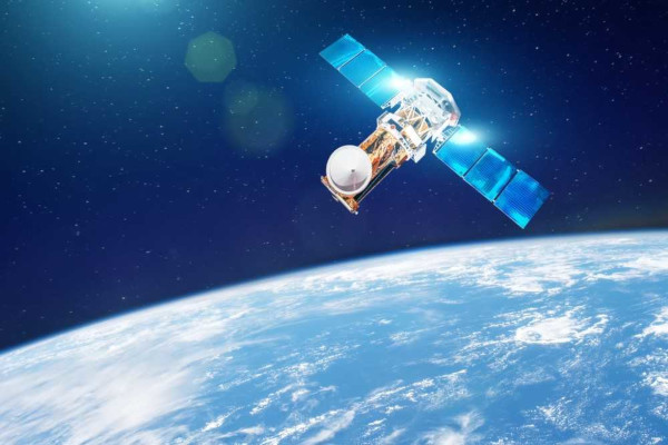 É na camada da atmosfera conhecida como exosfera que orbitam os satélites artificiais.