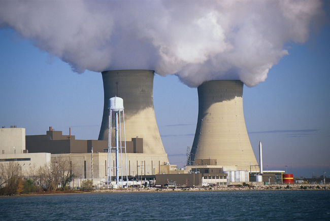 O baixo custo e a alta produção energética são alguns pontos fortes da energia nuclear.