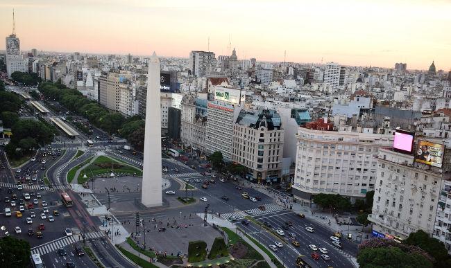 A Avenida 9 de Julho, a maior do mundo, fica na Argentina.