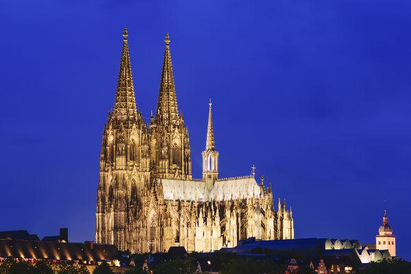A Catedral de Colônia, na Alemanha, possui em seu interior o relicário dos três reis magos.