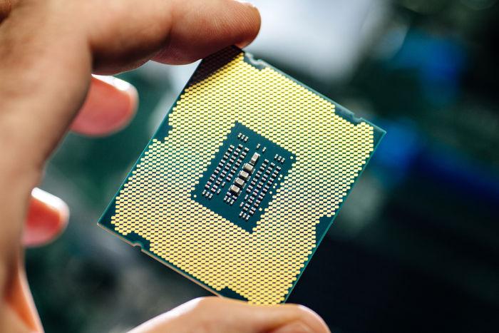 Os chips de computador mais modernos podem conter até 30 bilhões de transistores.
