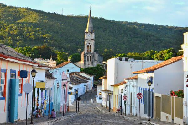 A Cidade de Goiás, localizada no interior de Goiás, realiza na Semana Santa a Procissão do Fogaréu.
