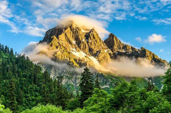 O estudo e descrição das montanhas é feito pelo ramo da Geografia Física chamado Orografia.