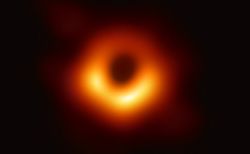 Primeiro imagem de um buraco negro