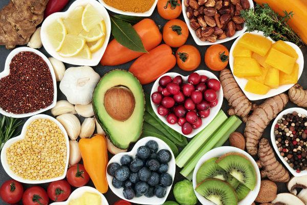 Uma alimentação saudável garante que nosso corpo obtenha todas as vitaminas e os outros nutrientes necessários para nosso organismo.