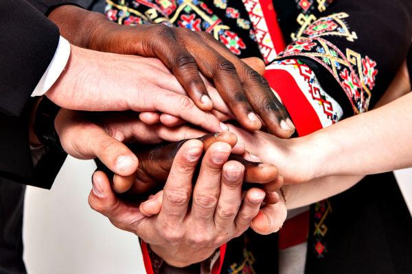 A cooperação internacional na busca pela paz entre os povos é um dos principais objetivos da ONU.