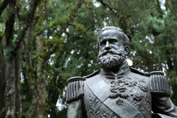 No Brasil, o principal monarca foi d. Pedro II, imperador do Brasil durante 49 anos (1840-1889).