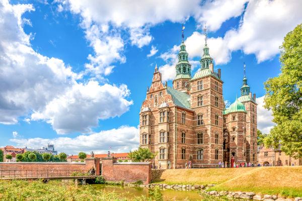 Castelo Rosenborg, localizado na capital da Dinamarca, Copenhague.
