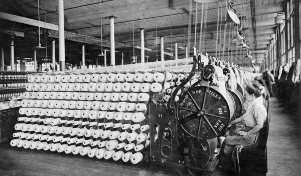 Uma das principais consequências da Segunda Revolução Industrial foi o aumento significativo da produtividade nas indústrias.