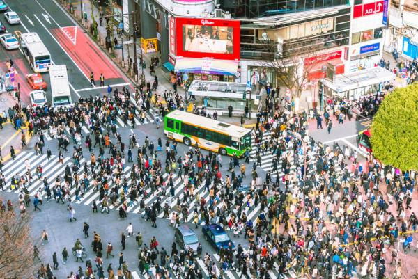 O Shibuya Crossing é um dos cruzamentos mais movimentados do mundo.*