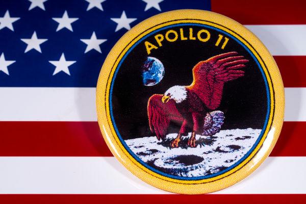 Durante a missão Apollo 11, o homem pisou na Lua, pela primeira vez, em julho de 1969.**
