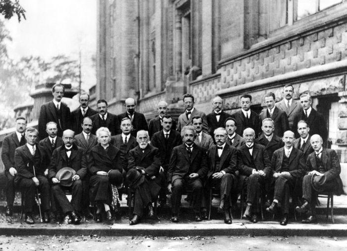 A interpretação de Copenhague consolidou-se durante a conferência de Solvay. [1]