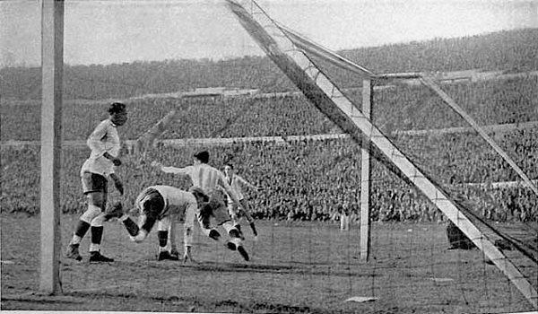 Final da Copa do Mundo de 1930, entre Uruguai e Argentina. [2]