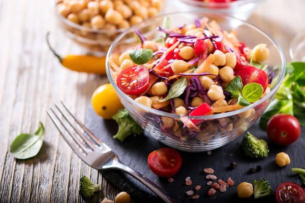 A dieta vegana é baseada no consumo de produtos de origem vegetal.