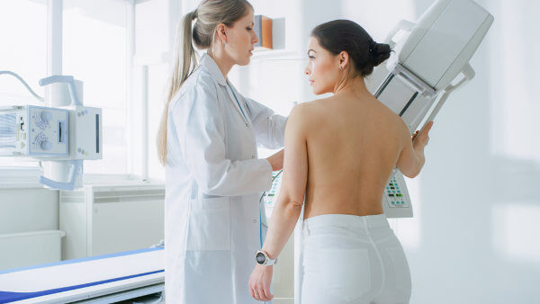 A mamografia é uma importante forma de diagnosticar o câncer de mama.