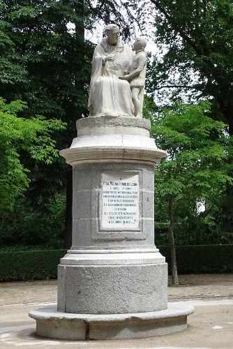 Estátua em homenagem a Pedro Ponce de León, monge beneditino considerado um dos pioneiros na educação de surdos.[1]