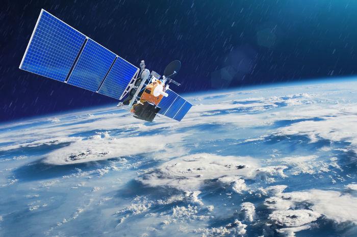 As leis da mecânica permite-nos calcular a velocidade e altura para colocarmos satélites em órbitas.