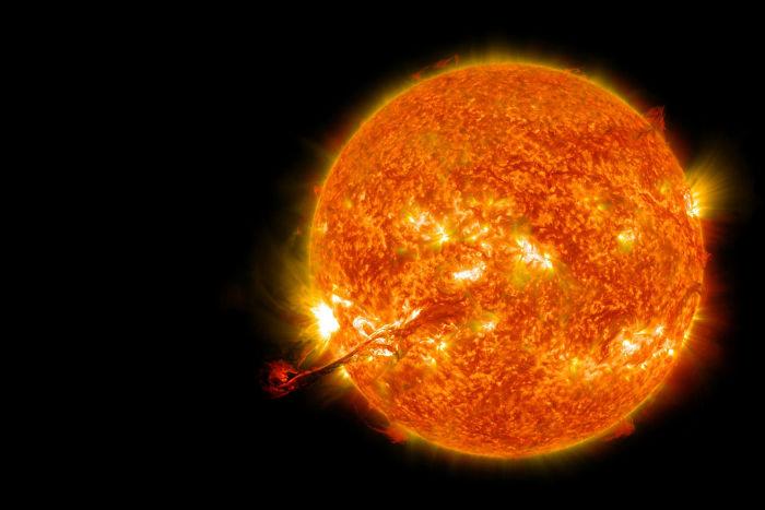 Apesar de ser representado em tons avermelhados, o Sol, quando visto de fora da Terra, é branco.