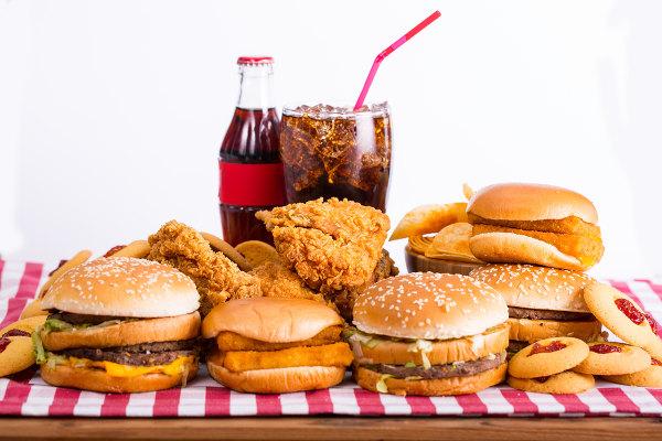 Uma alimentação inadequada pode estar relacionada com o surgimento da aterosclerose.