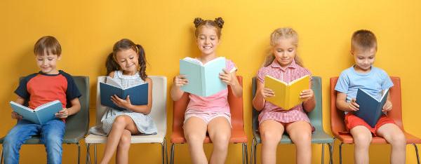 Incentivar o hábito de leitura na infância contribui para que ele seja mantido nos anos seguintes. [5]