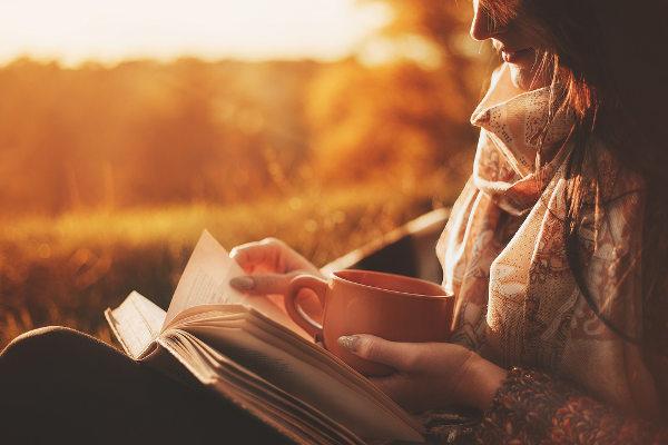 Hábito da leitura é relaxante e estimula o desenvolvimento da memória. [4]