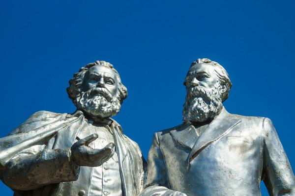 """Marx e Engels, os autores do """"Manifesto do Partido Comunista""""."""