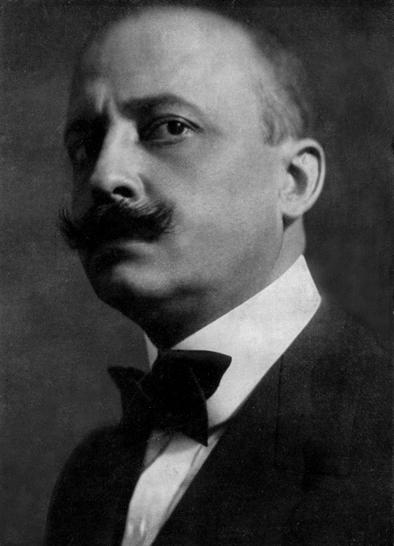 Marinetti foi um dos autores do Manifesto Futurista.