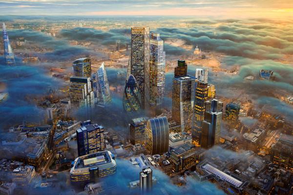 Vista aérea de Londres em dia de neblina
