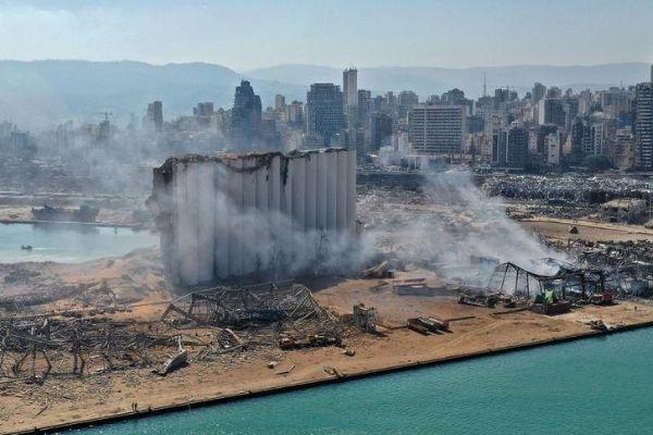 Explosão em porto causou destruição em Beirute. Crédito da Foto: Alex Gakos / Shutterstock.com