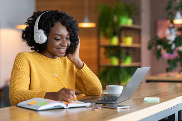 5 Cursos Online E Gratuitos Da Universidade Harvard Brasil Escola